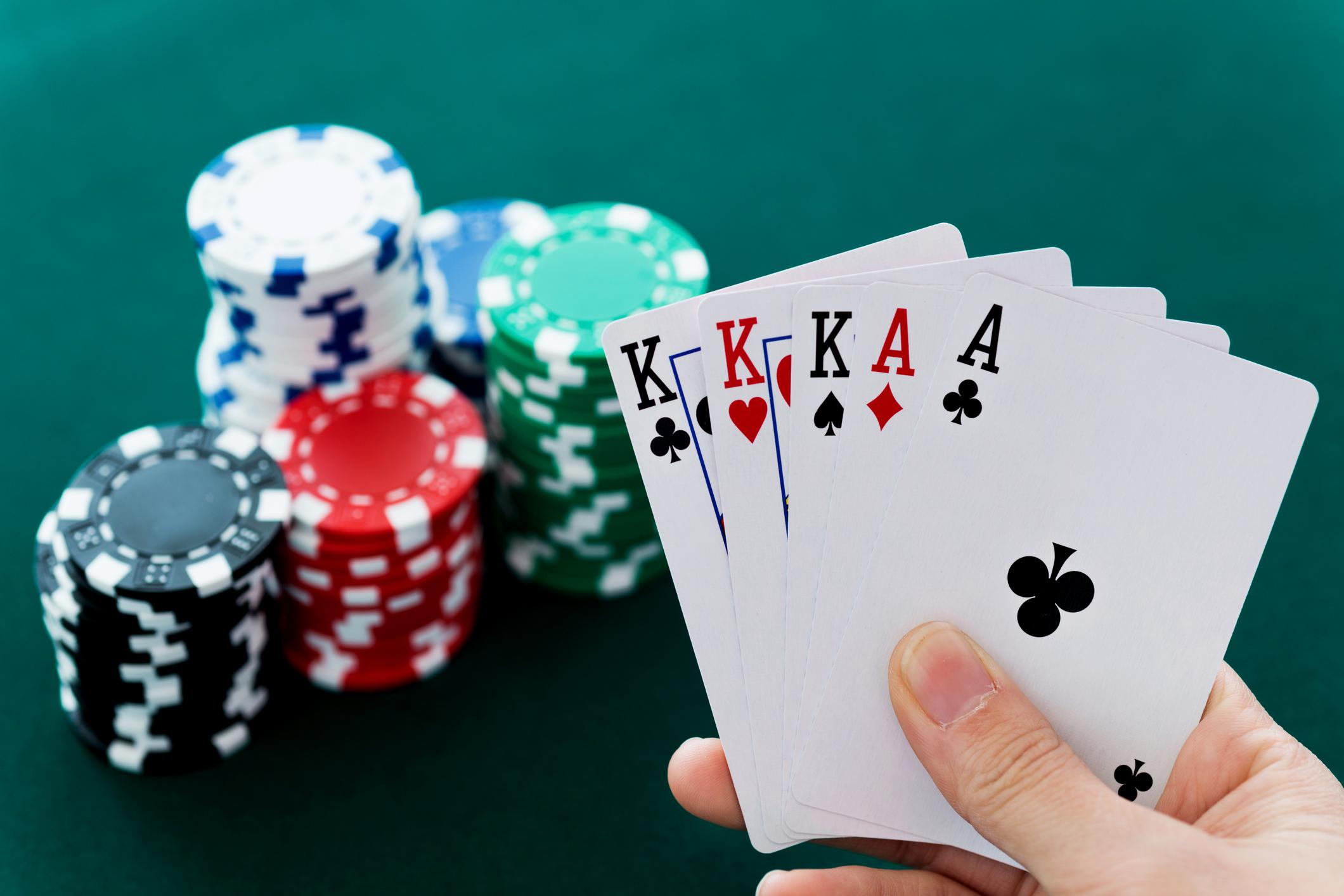 Tips Bermain Poker Online Agar Menang Terus